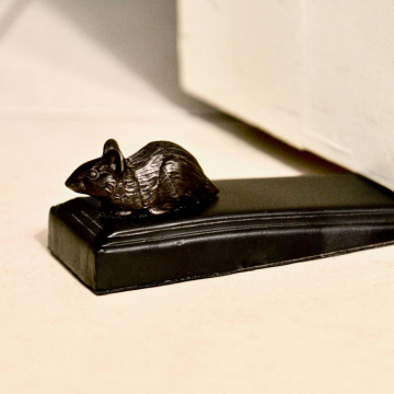 Bronzed mouse door wedge