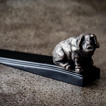 Bronzed seated pig door wedge